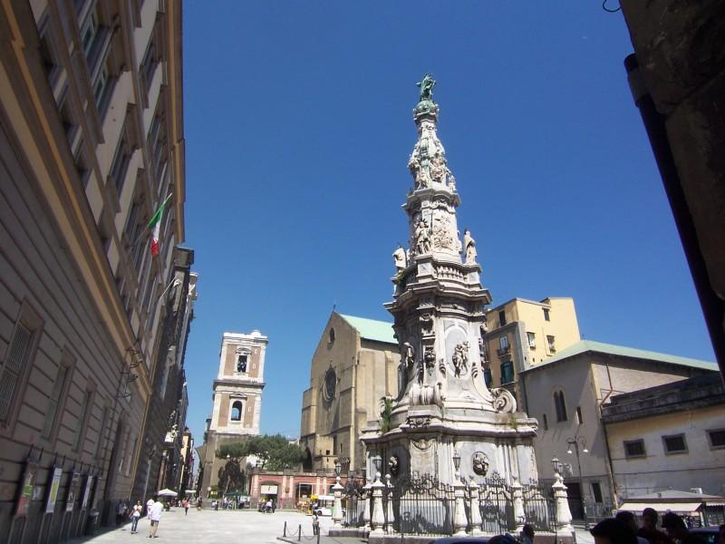 Piazza_del_Gesù_Naples_100_6567-800x600