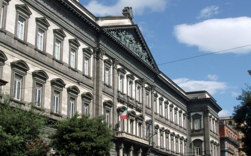 funzionario di vendita caldo cerca ufficiale stili freschi I dati Censis (e gli studenti) bocciano la Federico II - Mar ...